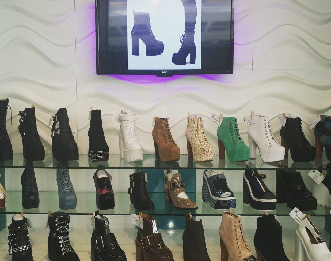 that chic shoe shop